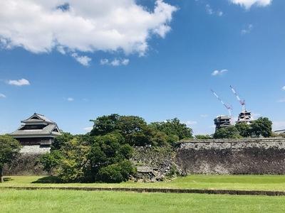 戌亥櫓と宇土櫓・天守(二の丸広場から)