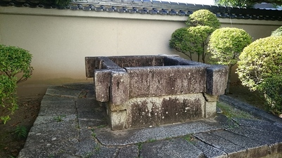 赤門脇の石井戸