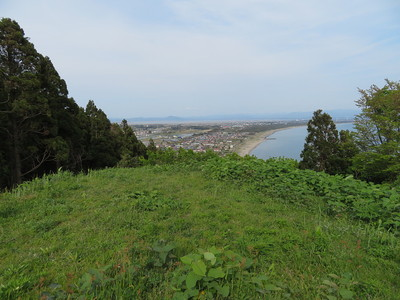 東端の曲輪から城下町(脇本本郷)