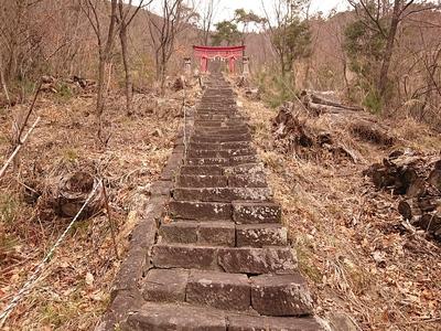 自在神社奥宮への石段