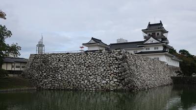 鉄門石垣と模擬天守