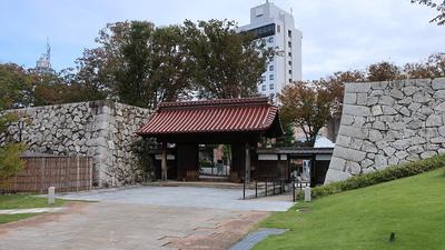 千歳御門(公園内部から)