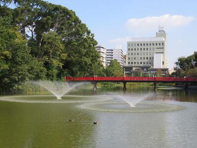 茶臼山に架かる真っ赤な和気橋
