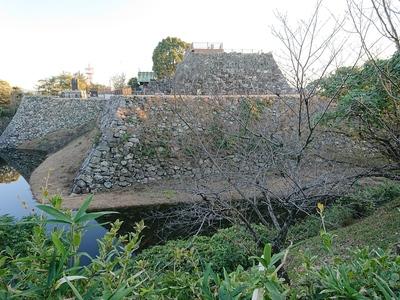 天守台石垣と水堀
