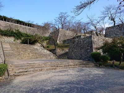 表中門石段と櫓石垣群