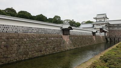鶴の丸土塀と橋爪門続櫓