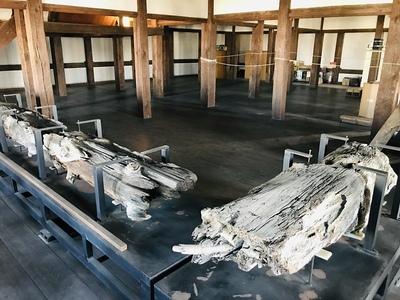 西北隅櫓 胴木展示
