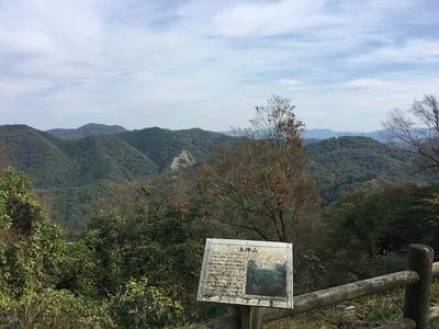 本丸跡からの眺め(本陣山方面)
