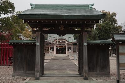 尾陽神社門