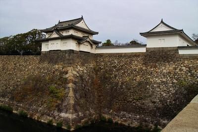 千貫櫓(南西側)と多聞櫓(西側)