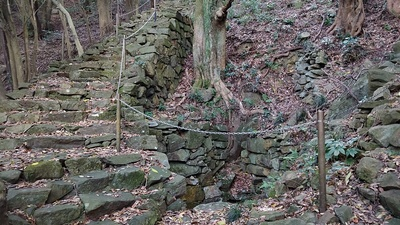 花尾城 石組み井戸