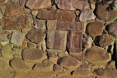 石垣に転用石
