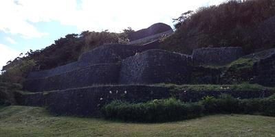 浦添ようどれと浦添グスクの城壁