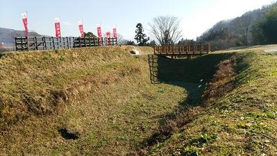 馬出と三郭の間の堀切と木橋