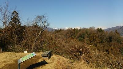 ささ郭から谷川岳方向を見る