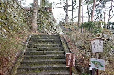天守台へ上がる石段