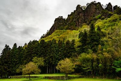 潜龍院跡と岩櫃山