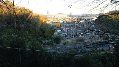 富士仙元への登城道から日産スタジアムを見る
