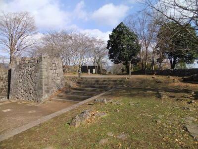 大手門から本丸方面(北側)