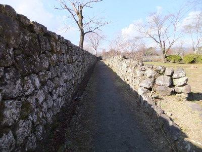 但見屋敷(左)城代屋敷(右)との間の通路