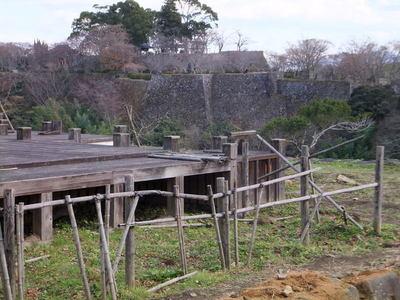 中川覚左衛門屋敷跡から東曲輪を見る