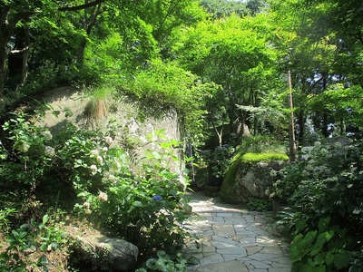 登城道(古和気神社参道)の石門