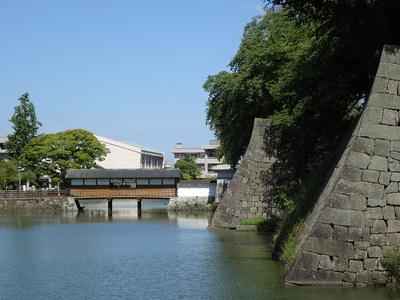 坤櫓の石垣と御廊下橋