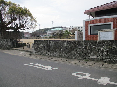 案内板のある富江小学校