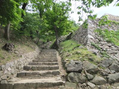 右善ノ丸への石段