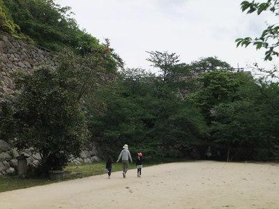 二ノ丸、三階櫓跡(右善ノ丸から)