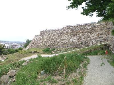 二ノ丸菱櫓付近の石垣