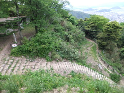 山上ノ丸二ノ丸(左)