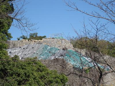 行幸坂より飯田丸五階櫓の石垣を望む