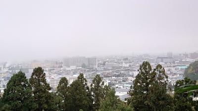 副郭(二の丸跡)からの眺め(霧)