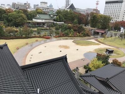 模擬天守から本丸庭園の眺め