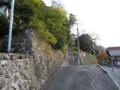 江府町歴史民俗資料館(八幡丸跡)への道