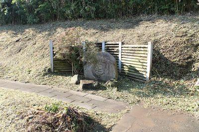 井戸脇の水神碑
