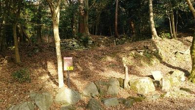 旧本参道にある石垣