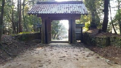 赤門の裏側