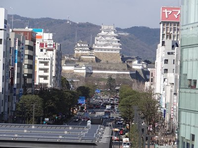 JR姫路駅の新幹線ホームから見た姫路城天守