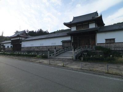 物見櫓(左)中御門(右)