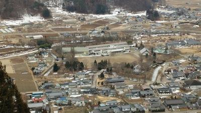 田口城跡の展望台から見る龍岡城全景(2017冬)