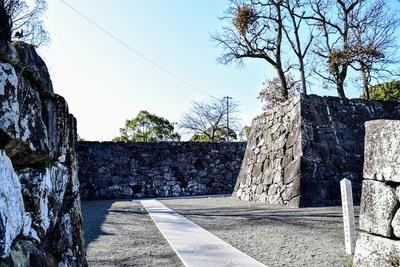 高麗門跡より入城