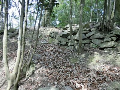 本丸下の腰曲輪の石垣