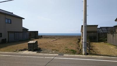 大手門跡から日本海を見る