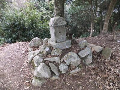 本丸跡の祠