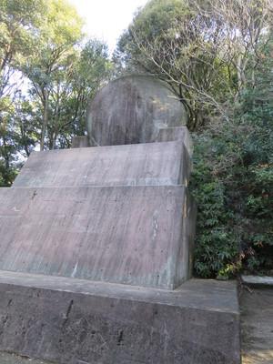 ひおどし(緋縅)岩