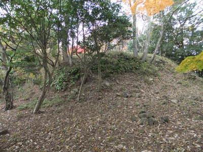 三ノ丸から桜の馬場の切岸