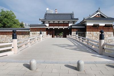 御門橋と表御門