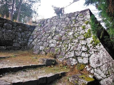 埋門右側納戸櫓(二重櫓)石垣